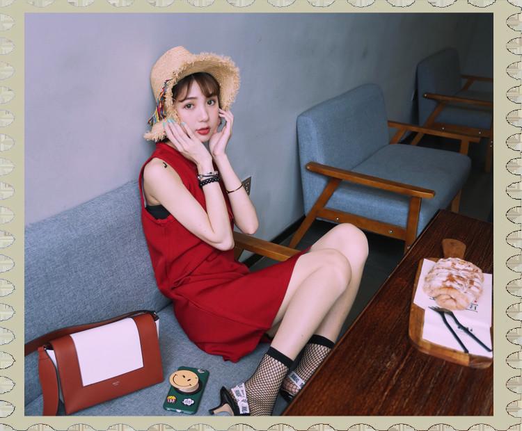 {韓系穿搭}夏日推薦,復古連身短裙的紅色小性感,露出我的小美腿,加上俏皮可愛的魯夫草帽,夏日穿搭,涼爽又吸睛。